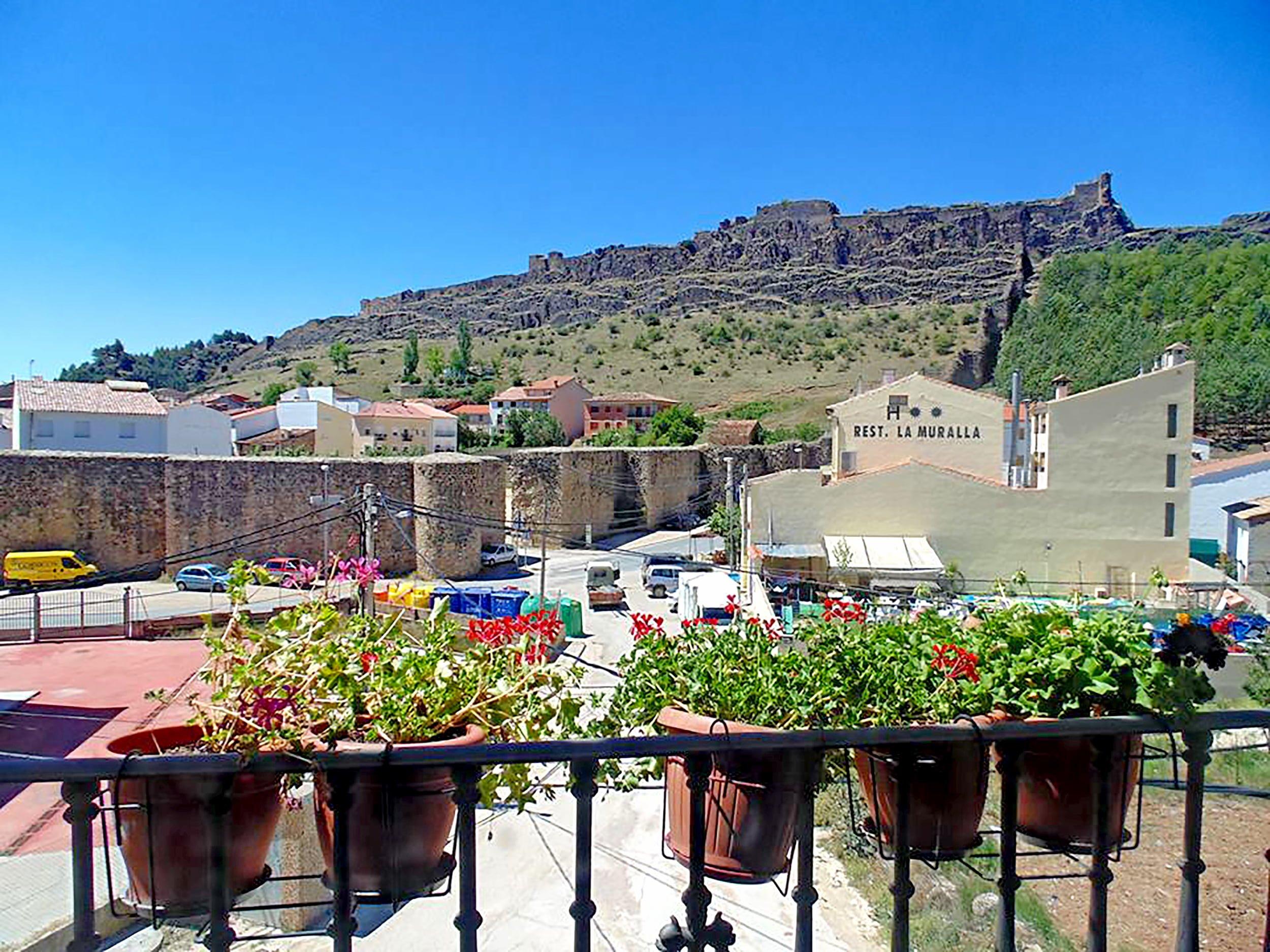 Resta La Muralla de Cañete - Cuenca